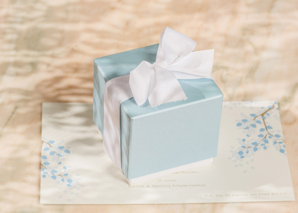 LIGHT BLUE MINIMAL BOX WITH BOW