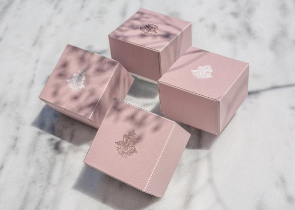 MINIMAL PINK BOX
